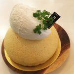 チーズスフレドームは4号くらいの大きさのあるケーキです。 クリームもたっぷりボリュームたっぷりですが、かる~い食感でパクパク食べれちゃいますよ♪
